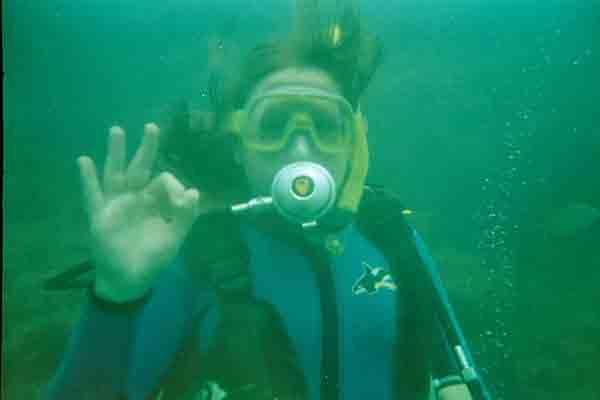 Bárbara bajo el agua